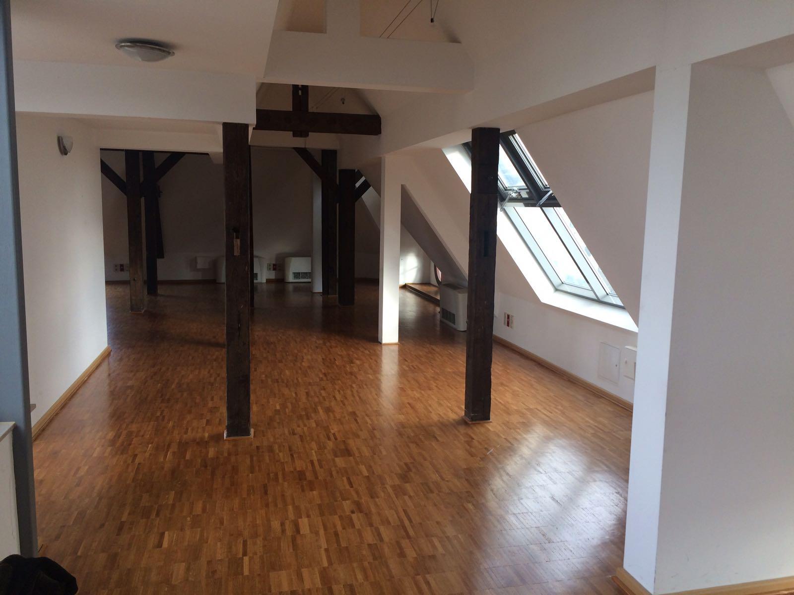 wundersch nes dachgeschoss b berlin startup offices. Black Bedroom Furniture Sets. Home Design Ideas