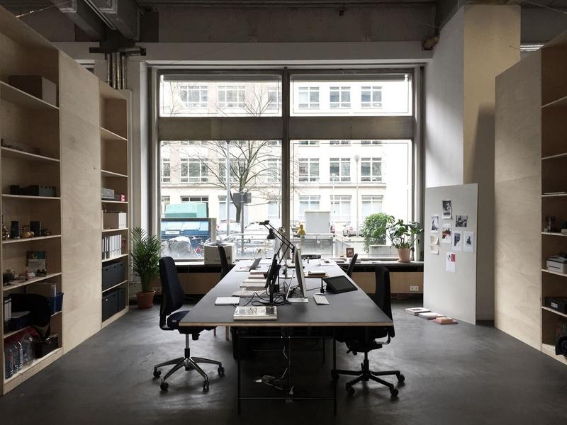 Sunny desks in Berlin Mitte, Hausvogteiplatz, Gendarmenmarkt, Leipziger Str.