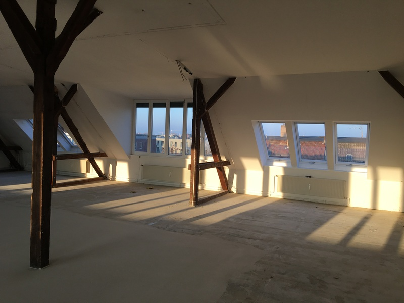Bright 190m² top-floor office near Treptower Park to sublet