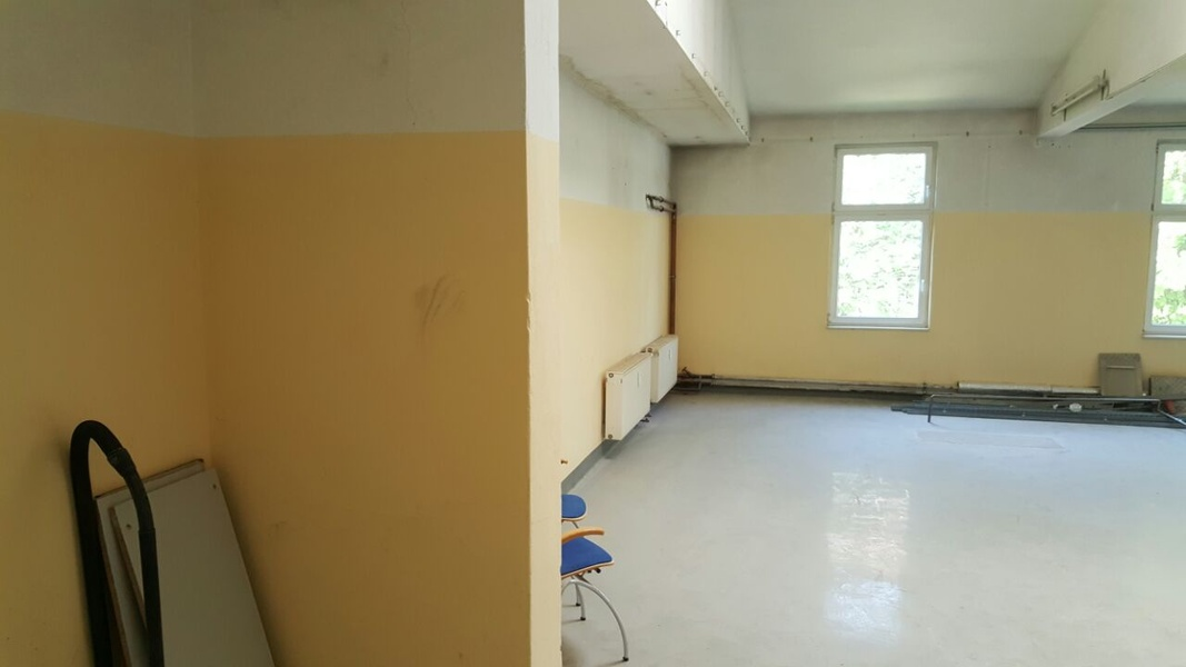 9€ WARM - Large office or conference room