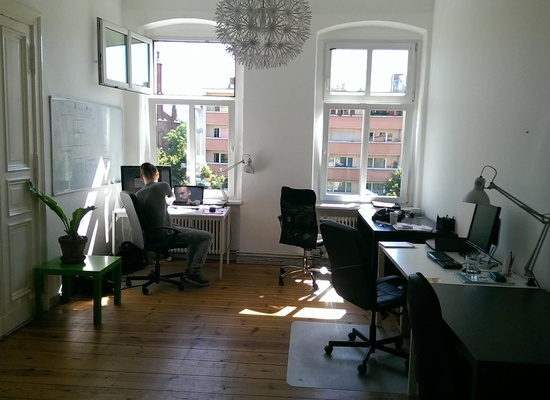 Co-Working Desk in Nice Office Near Schönhauser Allee