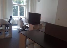 Büroraum mit ca. 35m², möbliert mit 6 Arbeitsplätzen (max. 8 Plätze möglich)