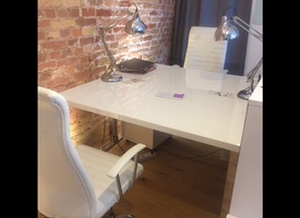 Desk to rent in beautiful office in Berlin Mitte (incl. conference room, kitchen, etc.)