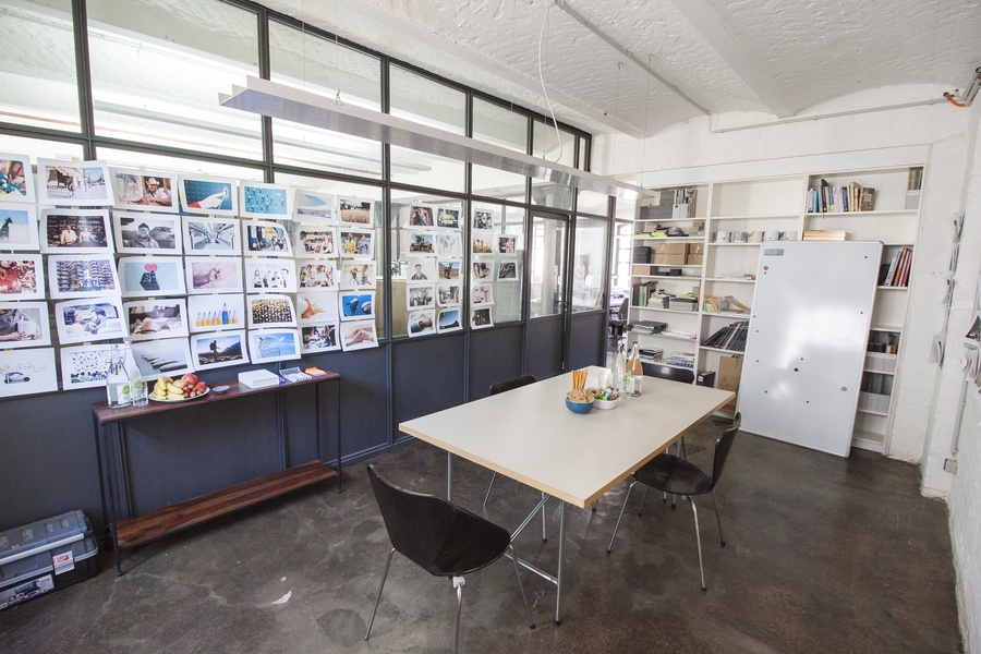4 vacant desks available at co-working office in Kreuzberg