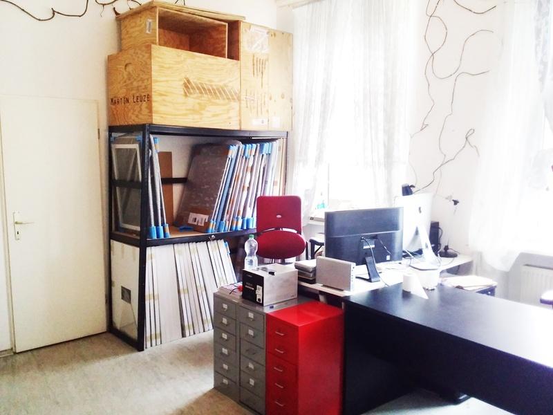 Creative studio – 2 desk space available