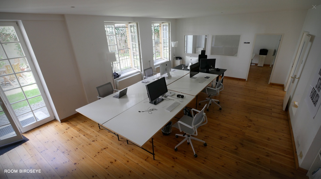 Room (40sqm) in shared office space