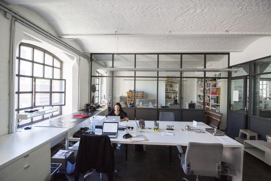 CO-WORKING SPACE IN KREUZBERG* DESK SHARING* OFFICE ROOM* BÜRO