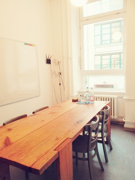 Wanted: Temporary co-renter for furnished, bright, shared office space in Xberg