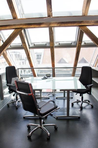 Arbeitsplätze im Dachgeschoß - Loft in Berlin Mitte unterzuvermieten