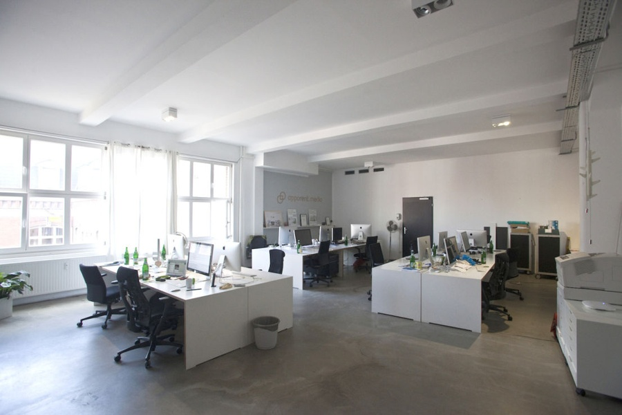 Individuelle Arbeitsplätze in Berliner-Loft-Etage