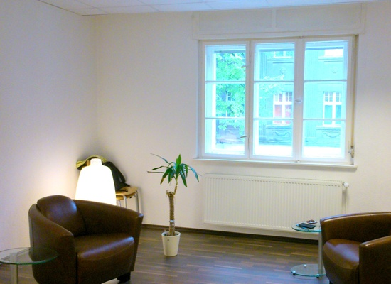 Heller, abgeschlossener Büroraum nahe Richardplatz mit bis zu 4 Arbeitsplätzen