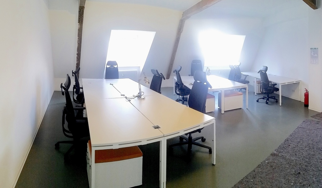 Bright and cosy coworking in Neukölln - Independent room