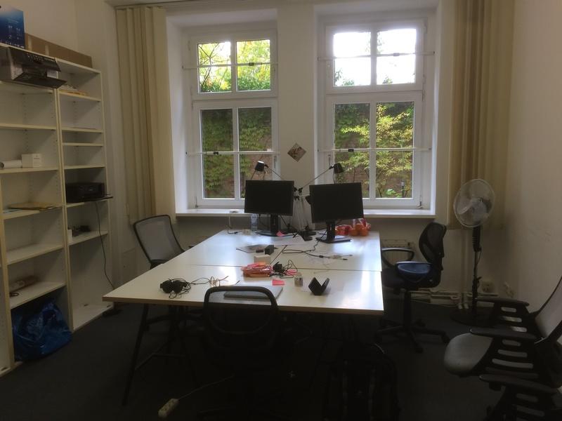 Room in shared office for 4-6 people near Senefelder Platz (Prenzlberg)