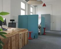 helles Büro - voll ausgestattet und in zentraler Lage - zur alleinigen Nutzung oder Einzelplatzvermietung