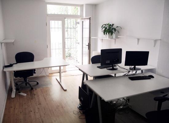 TropenHouse: 3 desks free in shared office in Berlin-Mitte