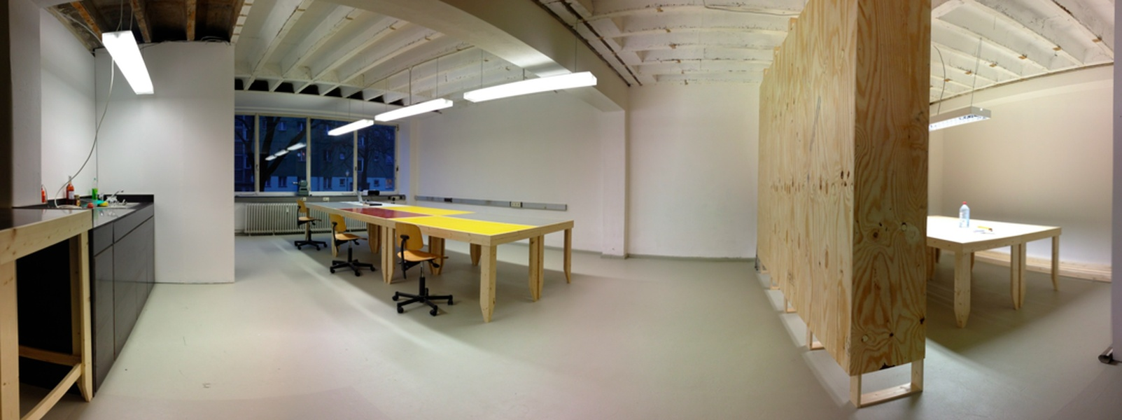 Desks available now in creative office space in Wedding