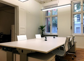 Desk / Office / Co-Working Space in kreativer Community