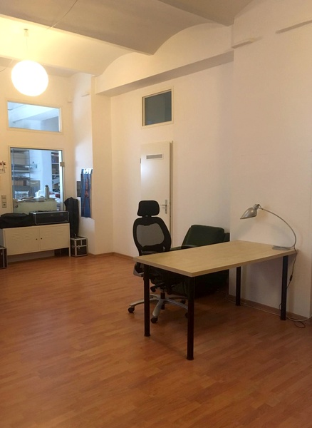Creative studio – desk space available
