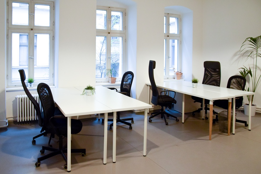 Furnished startup office for 4-8 people next to Görlitzer park
