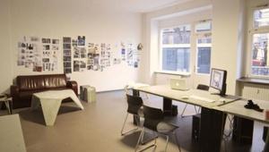 Schreibtisch-Arbeitsplatz in Berlin-Wedding