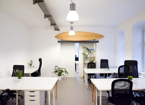 Furnished startup office for 4-8 people next to Görlitzer park