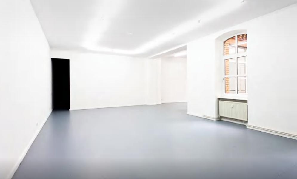 180 m2 gallery space empty plateau, Mehrindgamm, Berlin