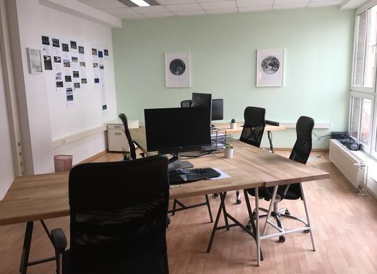 2 large Desks 200m from Rosenthaler Platz