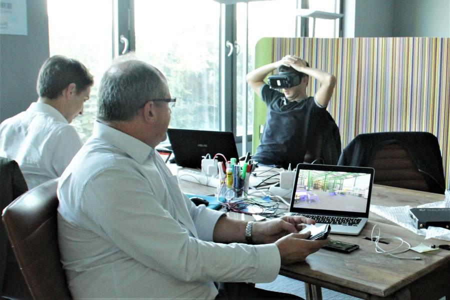 3 desks in co-working space at TechCode Berlin, all inclusive!!