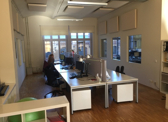 Heller Büroraum für 6-8 Arbeitsplätzen am Treptower Park zu vermieten