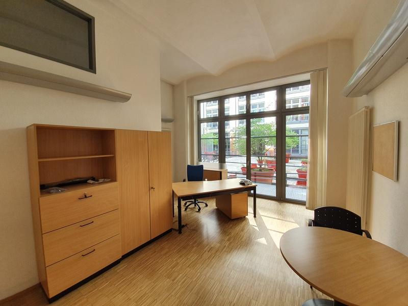 Mehrere Büroräume in ruhiger Innenhoflage