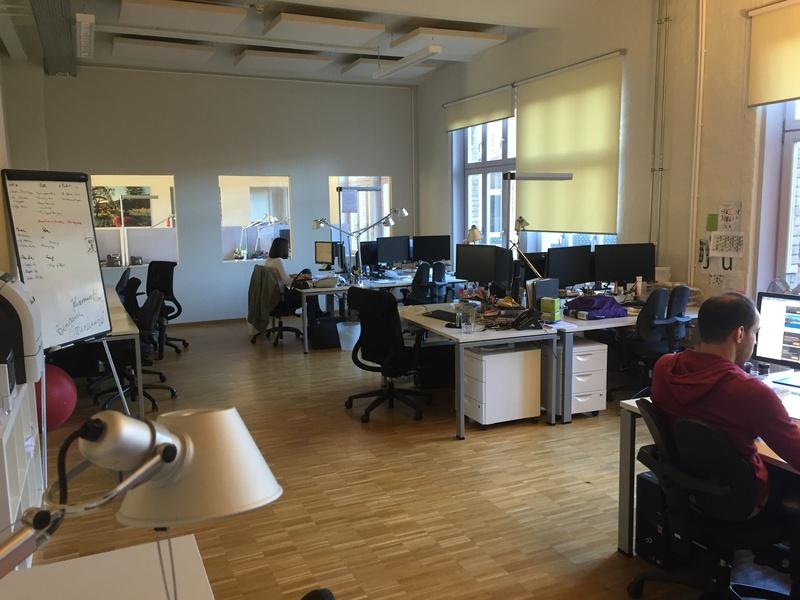 Heller Büroraum für max. 12 Arbeitsplätze am Treptower Park zu vermieten
