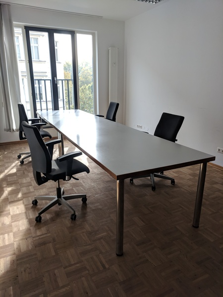 2 rooms / desks or private office incl. conference room, coffee, water, ...