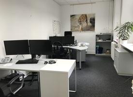 Schöner Büroraum - möbliert - in zentraler Lage
