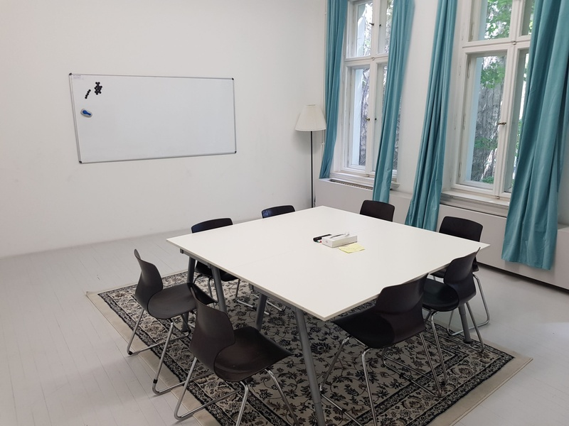 Up to 8 desks in artistic design office close to Friedrichstrasse station
