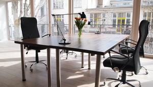 4 Desks for Team / Freelancers in Nice Startup Office