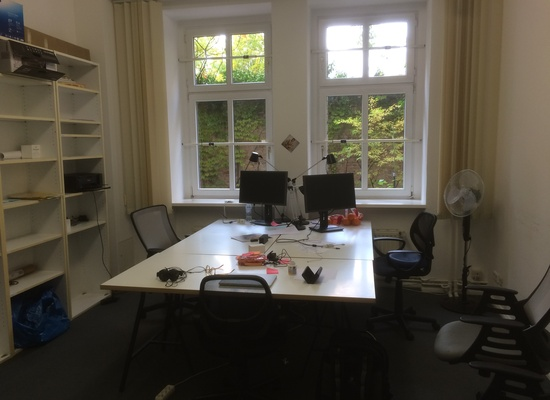 Room in shared office for 4-6 people near Senefelder Platz (Prenzlberg)