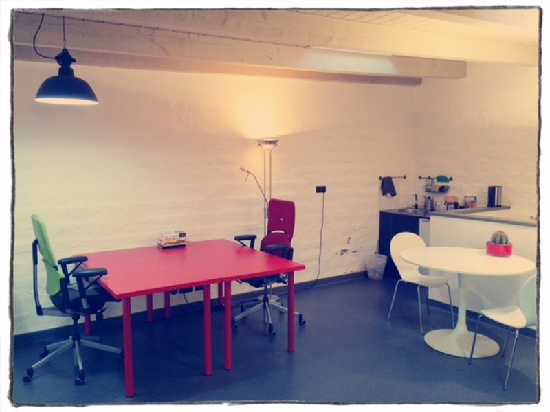 1 spacious working desk in charming garden house in Friedrichshain