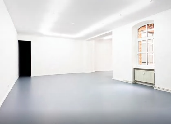 180 m2 gallery space empty plateau, Mehrindgamm, Berlin