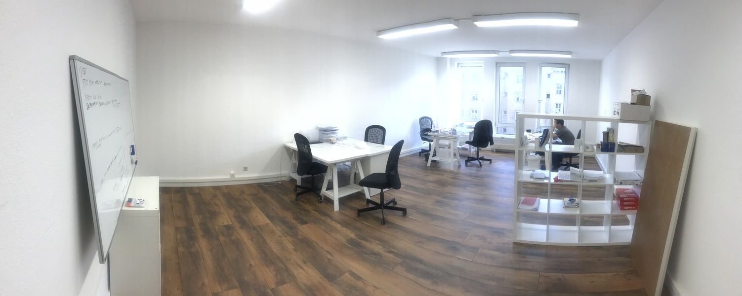 Room (42sqm) in shared office space (>250 sqm) with 2 meeting rooms and roof terrace