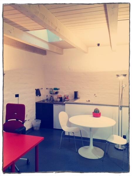 1 spacious working desk in charming garden house in Friedrichshain