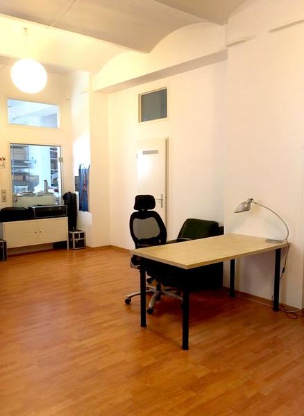 desk space available in creative office, Büro, Büroplatz