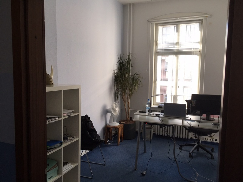 1 room in centrally located consulting office available (Mitte)