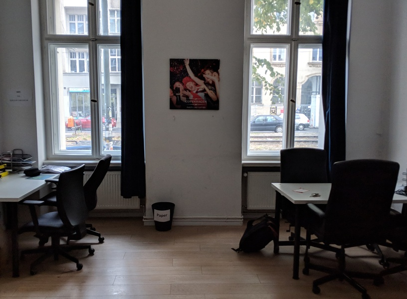 Shared Workspace (1 or 2 desks) @ Rosenthaler Platz