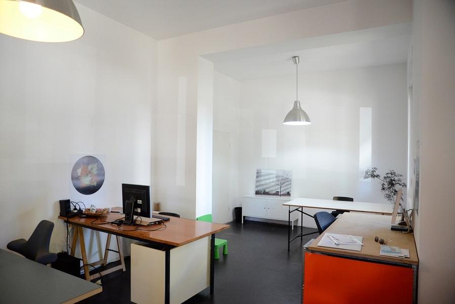 Arbeitsplatz in netter 5er-Bürogemeinschaft in Berlin Mitte
