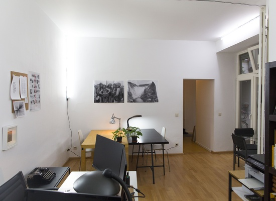 Dedicated Desks in nice and cosy office in Central Mitte