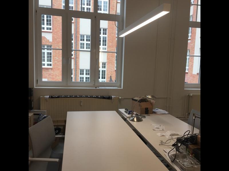 2 (auf 3 erweiterbare) helle Büroplätze in Gemeinschaftsbüro im Bouchépark