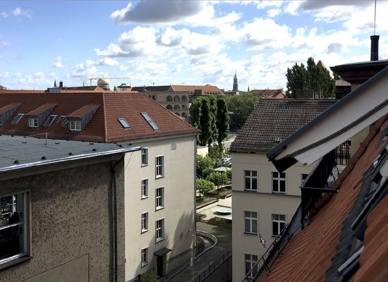 Mitte – Furnished Room available in 80sqm creative Office.