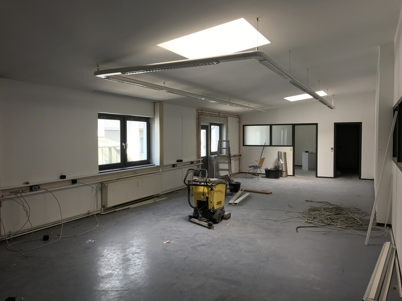 11€ WARM - Large bright office in Berlin Südkreuz