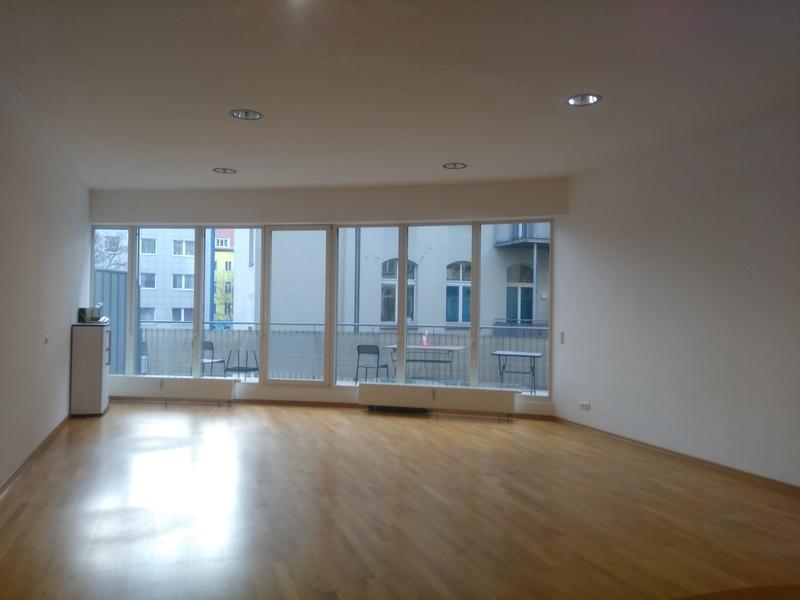 Zwischenmiete: Schönes Büro mit großem Balkon in Kreuzberg