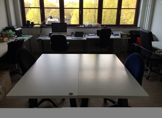 2 desks available in a bright & friendly Office in Kreuzberg